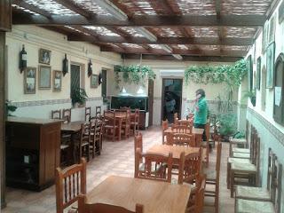 Muestra una imagen del interior de la Bodega Lloret