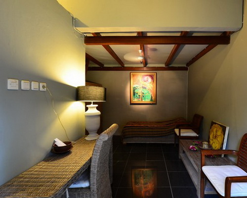 Tinuku Astuti Gallery and Homestay unifying painting artworks, furniture, Buddhism and aroma therapy concept