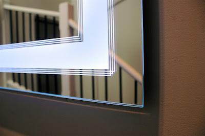 Espelho com Luz de Led e faixa de Jato de Areia com listas