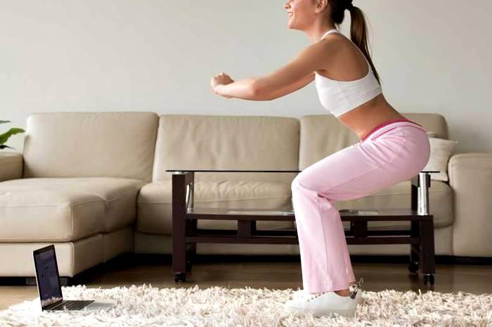 Rutina de entrenamiento en casa para cola y piernas