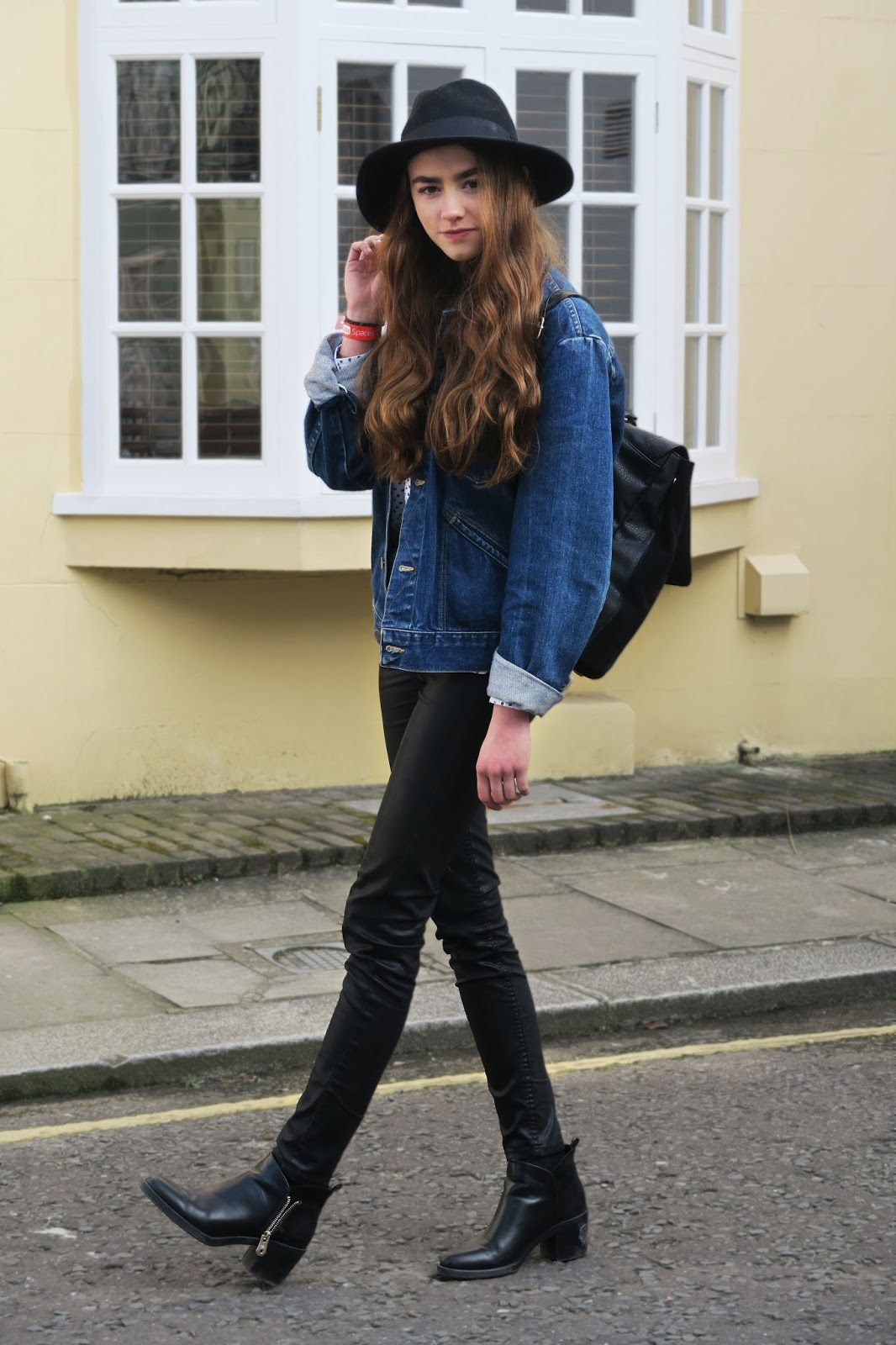 Denim jacket, OOTD, Fashion thick eyebrows, cara delevigne eyebrows, lily collins eyebrows, lily collins, blogger, British blogger, mandeville sisters, amelia mandeville, chelsea house, houses in chelsea, denim fashion, lookbook,