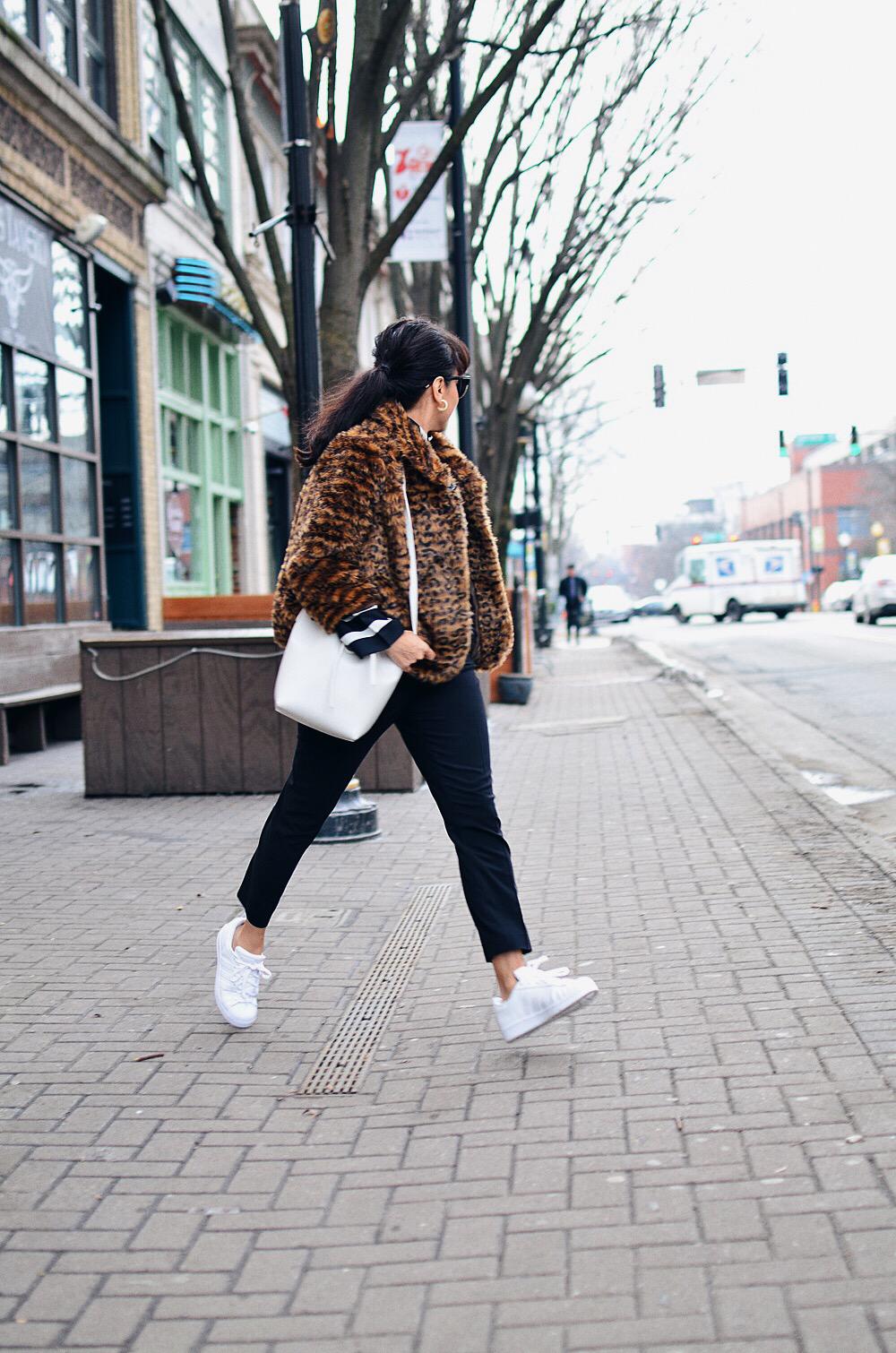 White bag street style