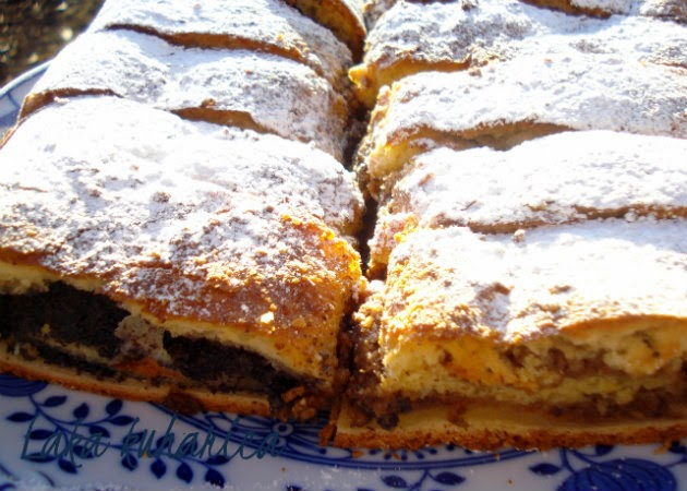 Croatian walnut and poppy seed dough cake by Laka kuharica: delicious cake ideal for feeding the crowds.