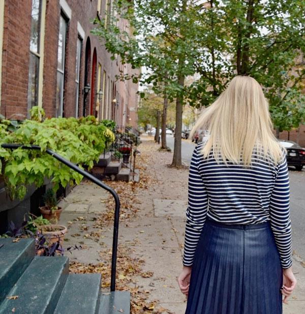 Striped_Turtleneck_Pleated_Leather_Skirt