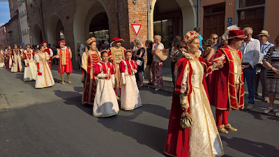 The king and queen of Borgo San Bernardo head to the palio.