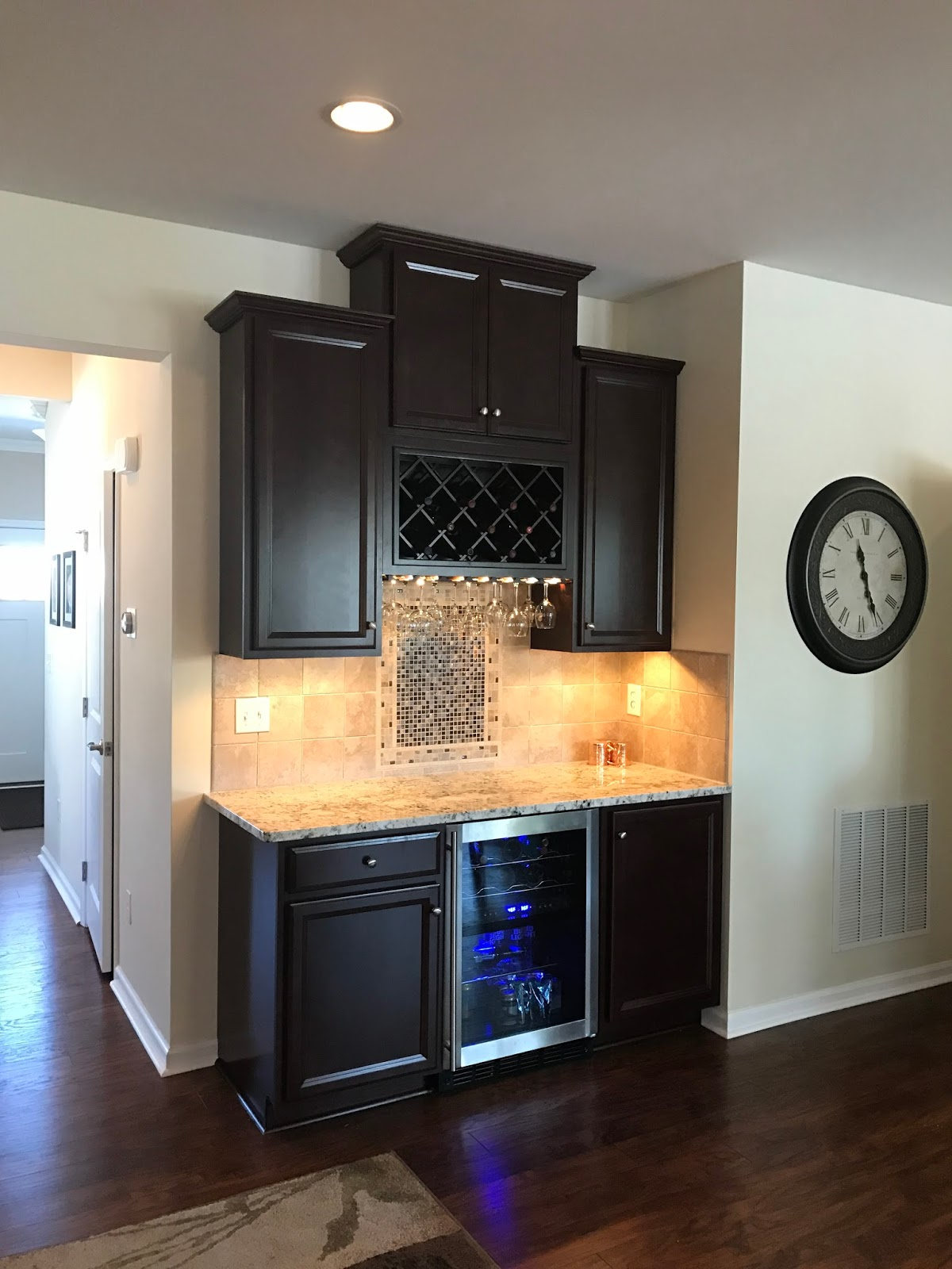 Ryan homes venice customization ryan homes venice wine bar for Kitchen cabinets venice fl