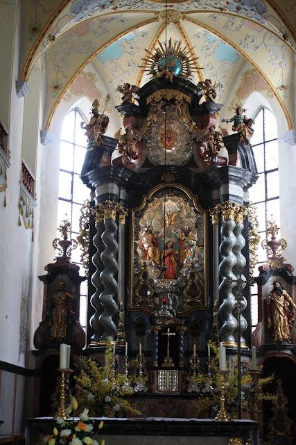 Barocker Hochaltar von Dominikus Zimmermann in der Stiftskirche St. Peter in Bad Waldsee