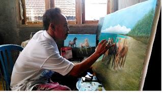 Pelukis menghasilkan lukisan - pustakapengetahuan.com