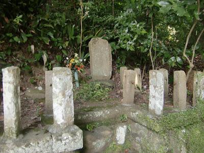 足利茶々丸墓