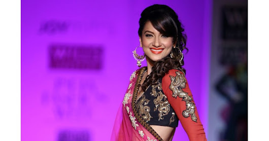 MANTLE YOURSELF WITH BOLLYWOOD STYLE CLOTHES PRESENTED ON  | Find Online Shop