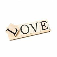 lettres bois love sur chevalet decorer le bonheur