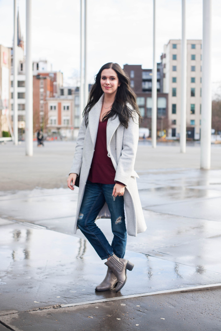 Outfit maxi coat boyfriend jeans and chelsea boots - THE STYLING DUTCHMAN.