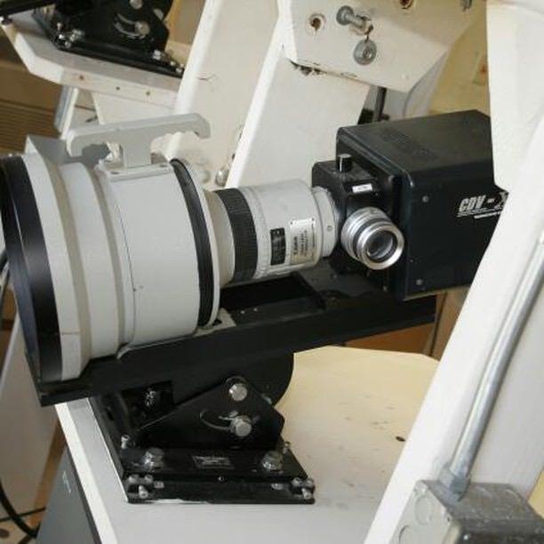 Canon PE 300mm f/1.8 установлен на камере фотофиниша