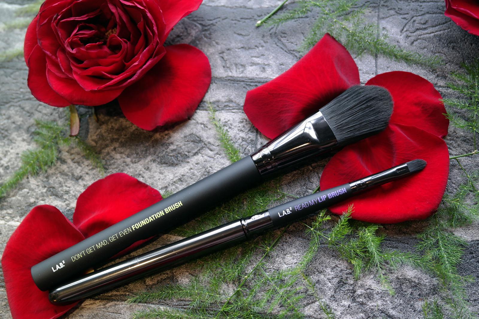 LAB2 Foundation Lip Make Up Brush Review