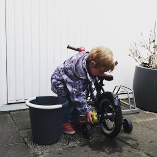 ondeugendespruit buitenactiviteit fiets wassen