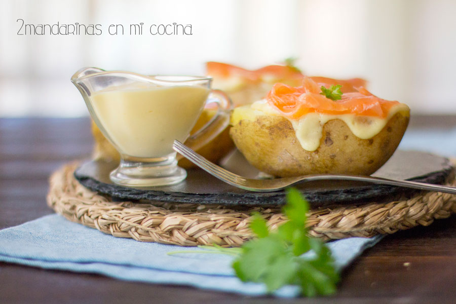 Patatas con salmón y salsa holandesa