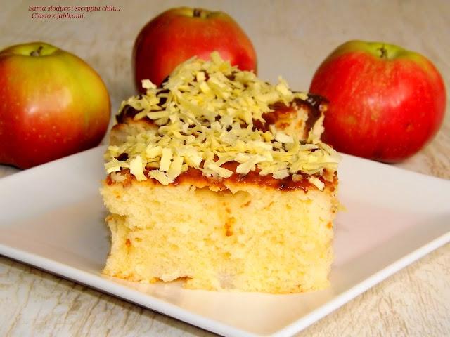 Maślane ciasto z jabłkami.