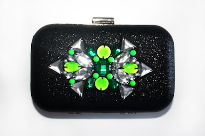 Bolso joya negro con pedreria en tonos verdes y fluor