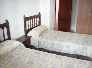Dormitorio doble con armario empotrado