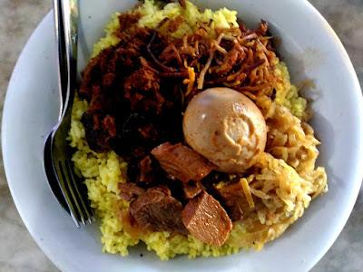 Kuliner Indonesia - Nasi Kuning Riburane