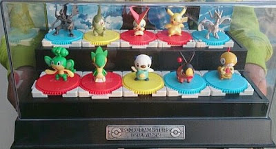 Scraggy figure in Takara Tomy BW figures 10pcs with showcase set from SevenEleven present