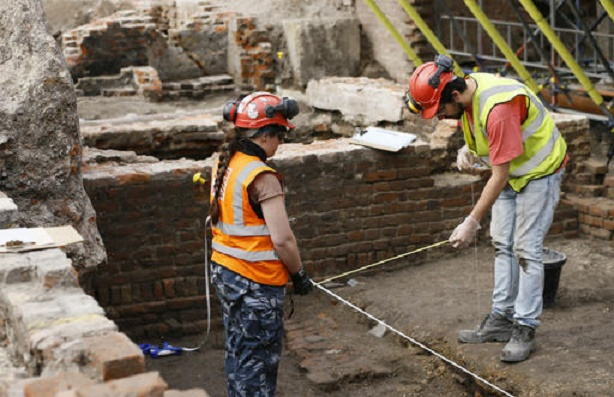 Dig at theatre where Shakespeare worked uncovers a surprise