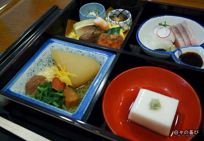 bento shokado au restaurant Kitcho, Yawata, Kyoto