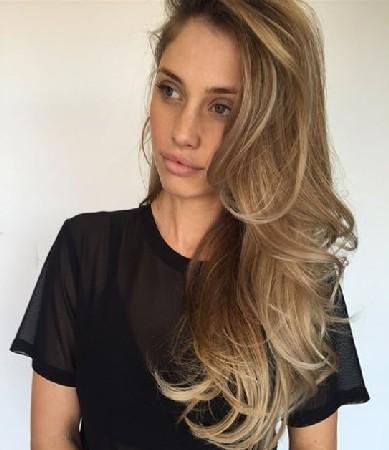 Model Rambut Blow Out wanita terbaru