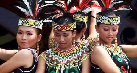 3 Tradisi Kejam Pada Wanita Suku Pedalaman Saat Pubertas