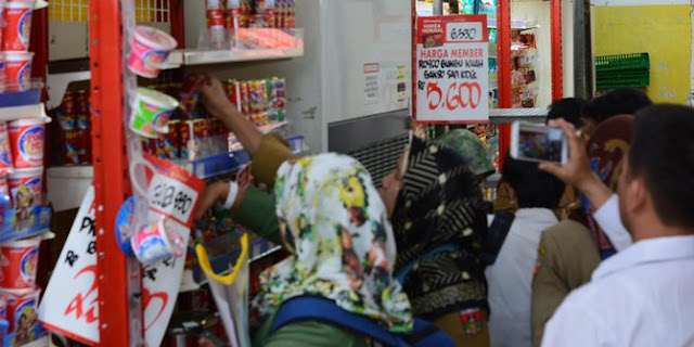 Waduh, Sidak Pasar Swalayan Bukittinggi, BBPOM Padang Temukan 145 Kaleng Sarden Isi Cacing