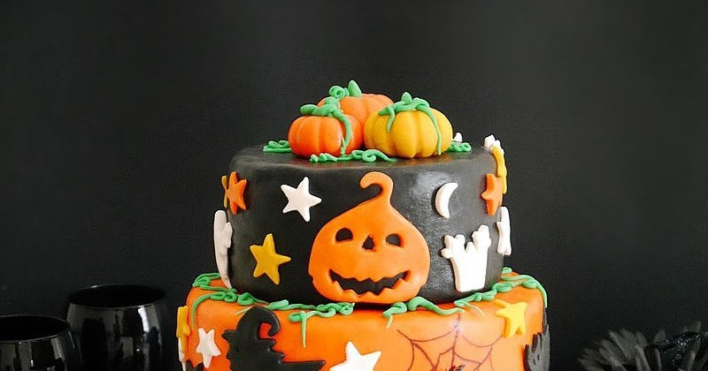 Surprising A Super Easy Two Tier Halloween Cake Party Ideas Party Funny Birthday Cards Online Barepcheapnameinfo