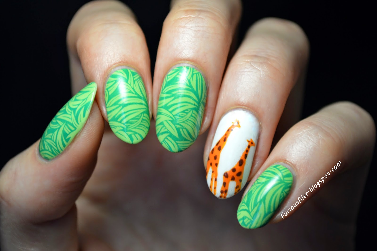 giraffe safari animal grass nailart