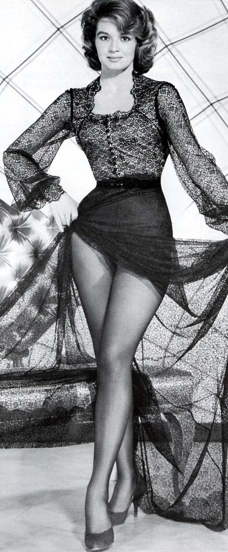 Angie dickinson legs