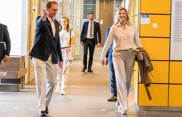 Queen Maxima wore a beige trousers by Claes Iversen, Zara beige shirt and Paloma Barcelo beige suede wedges