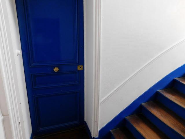 Air B&B Paris flat apartment stay Parisian blue door