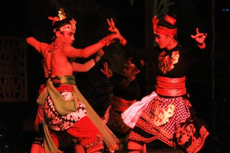Tari Giri Gora Dahuru Daha, Tarian Kisah Calon Arang