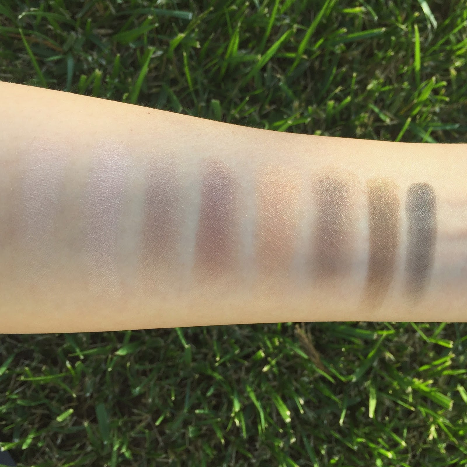 lily lolo laid bare eye palette review swatches natural organic nontoxic hellolindasau