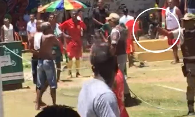 Tumulto com PMs durante partida de futebol deixa um morto em Lauro de Freitas; veja vídeo