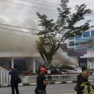 Update : Photo Kebakaran di Kantor Gubernur Kaltara Sabtu 19 Desember 2015