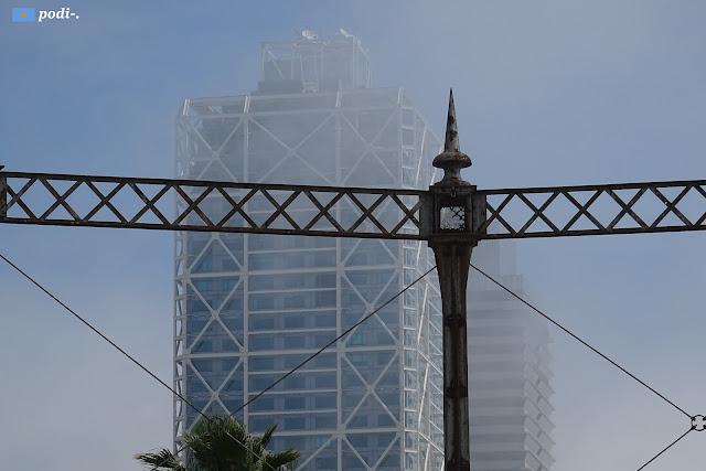 Estructura que contenia la bombona de gas al Parc de Mar, Barcelona