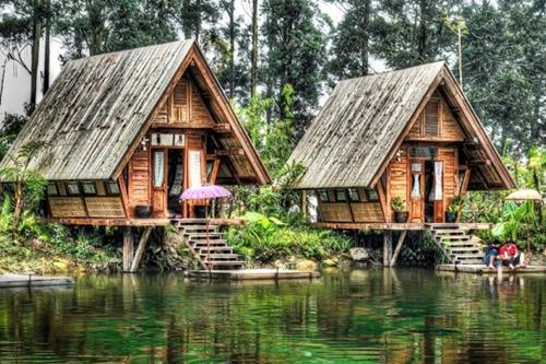 Berbicara Desain Rumah Bambu Memang Sangat Luas Karena Ada Berbagai Yang Unik Klasik Dan Modern Semuanya Bagus Patut Dipertimbangkan