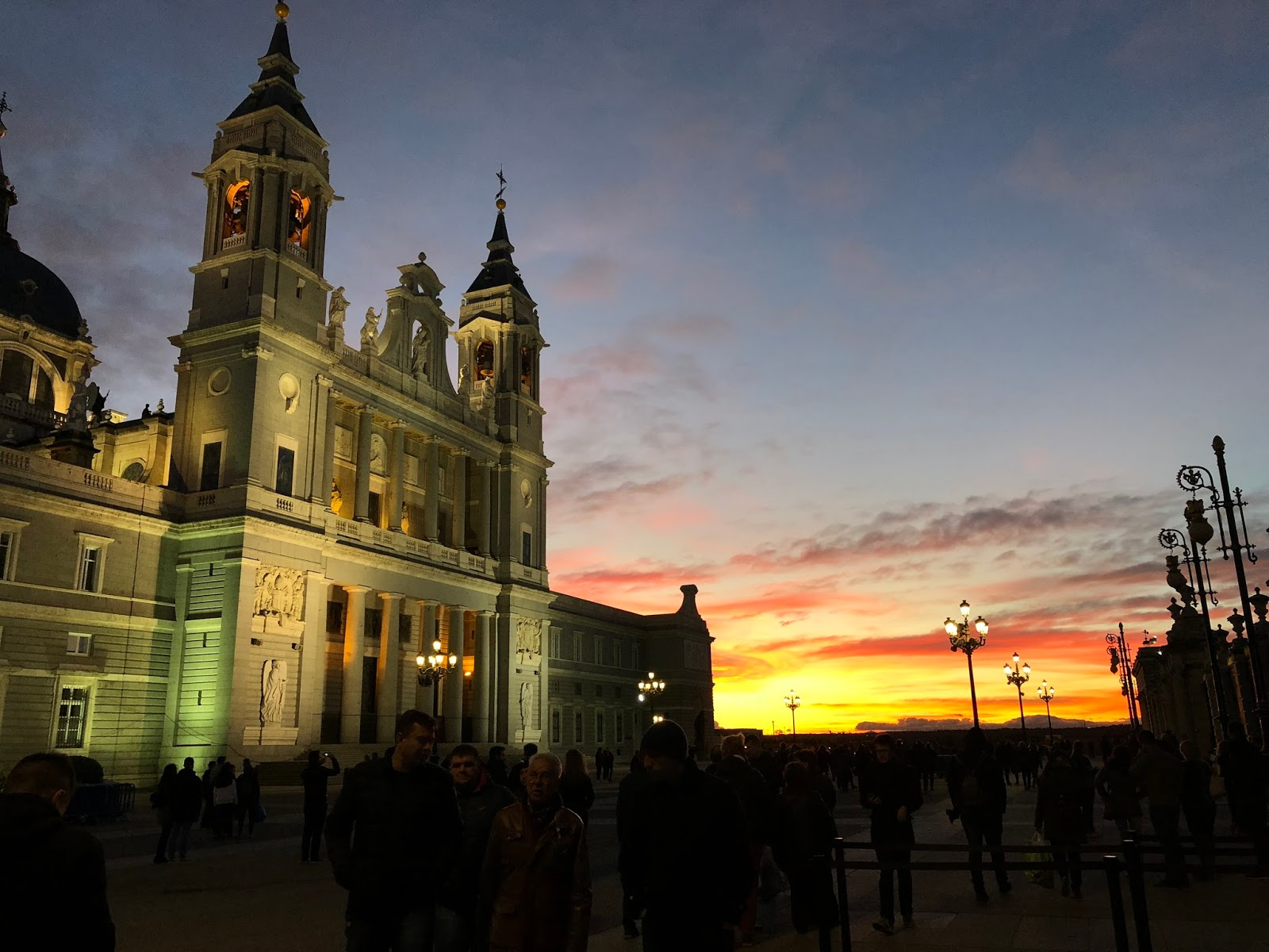 where-to-see-madrid-dc-travel-blogger-spain-sunset-Catedral-de-la-Almudena