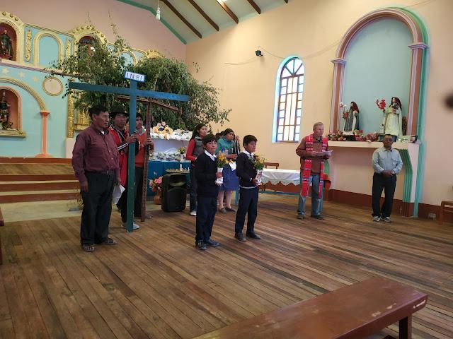Die Via Crucis beginnt in der Kirche.
