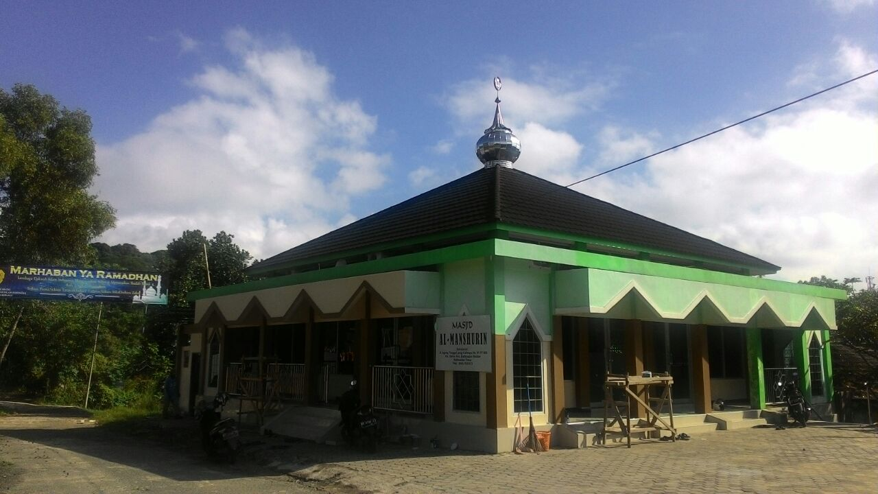 Masjid Al Manshurin Agung Tunggal Kelurahan Damai Baru Balikpapan di bulan Ramadan 1437H. Foto: Achmad Sutanto
