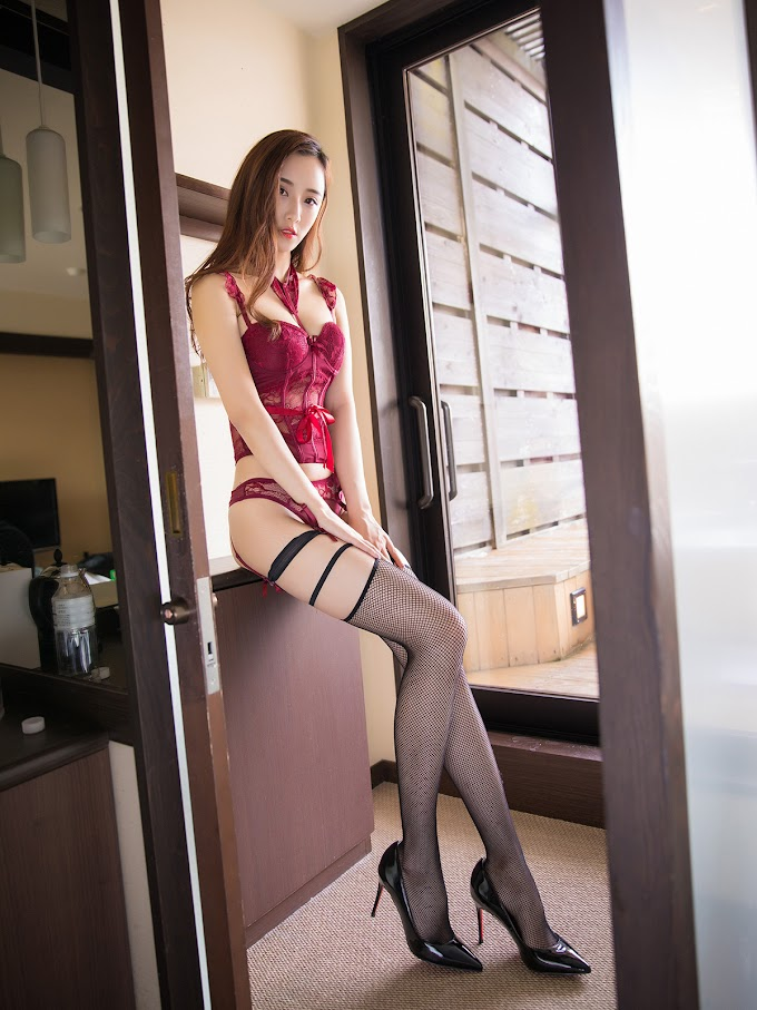 Girls wearing lingerie showing off their sexy legs [15pics]