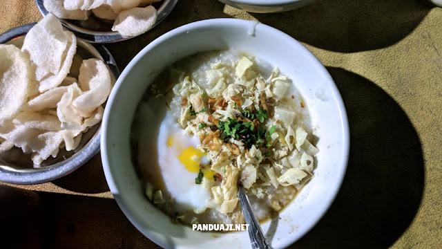 Bubur Ayam Mang Dudung spesial pakai telur