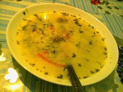 babcina zupa ogórkowa na kurzych żołądkach