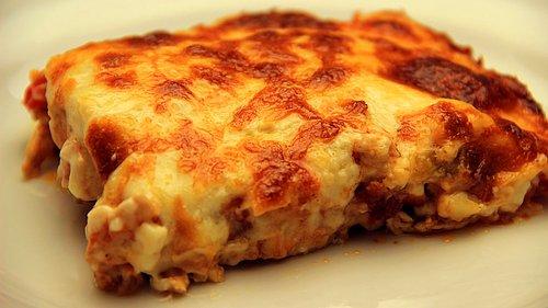 Σήμερα τρώμε...Κοτόπουλο με πατάτες σουφλέ, μπεσαμέλ και τυρί (βίντεο)