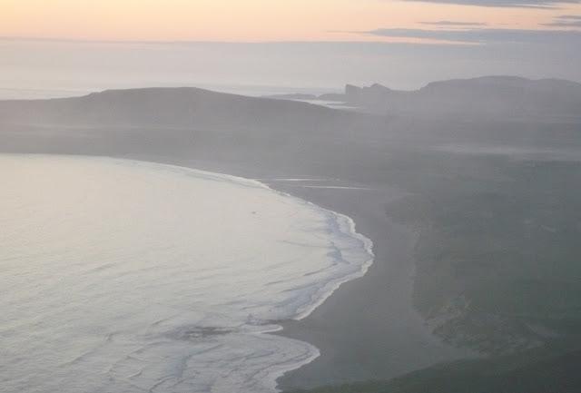 záliv v západe slnka