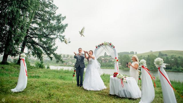 Завершение свадебной церемонии - ритуал выпускания голубей